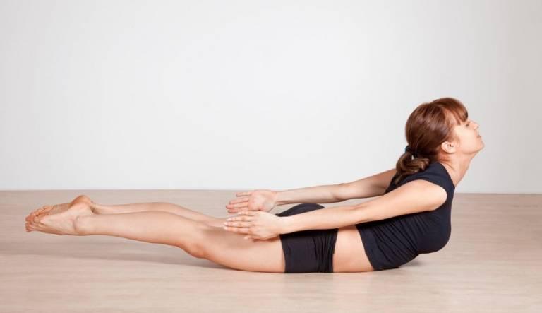 Bài tập kéo giãn cơ lưng