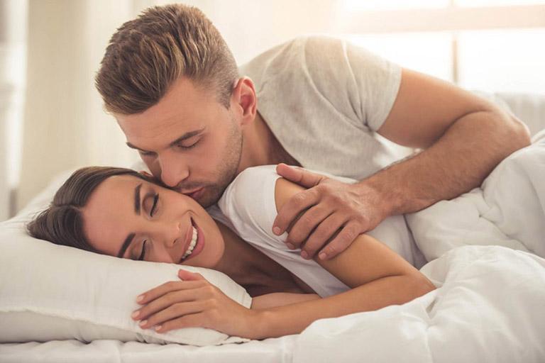 biểu hiện đàn ông yêu thật lòng khi quan hệ