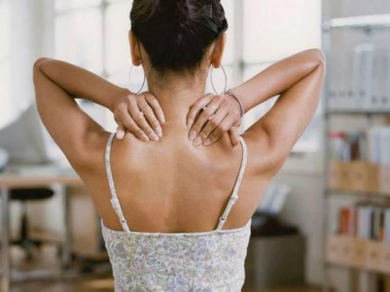 Một số biện pháp cải thiện đau vai gáy tê tay tại nhà