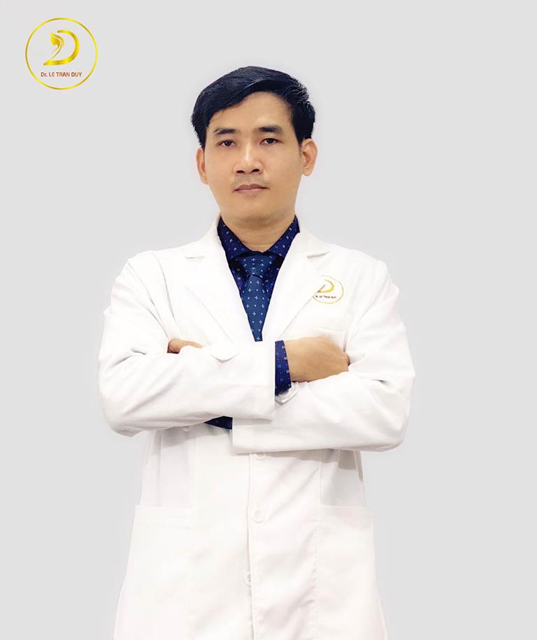 bác sĩ tư vấn nâng mũi cấu trúc