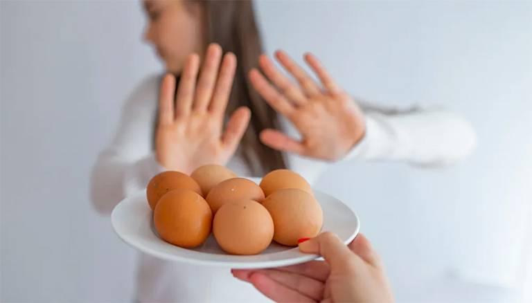 Nổi mề đay có ăn thịt gà, trứng gà được không
