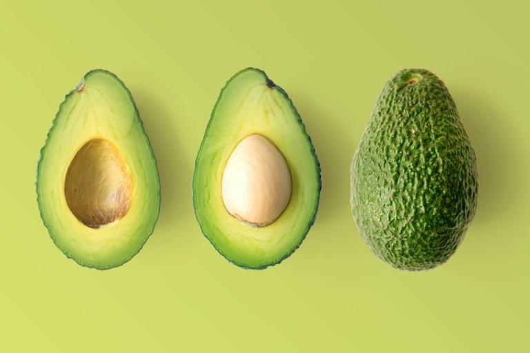 Trái bơ - Sau sinh ăn hoa quả gì tốt cho mẹ và bé?