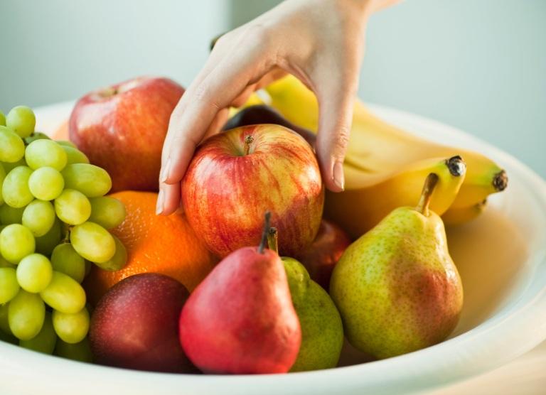 Vì sao sau phụ nữ nên ăn hoa quả sau khi sinh con?