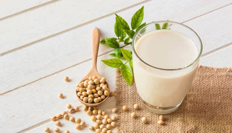 Sữa đậu nành tốt cho người bị thóa hóa khớp