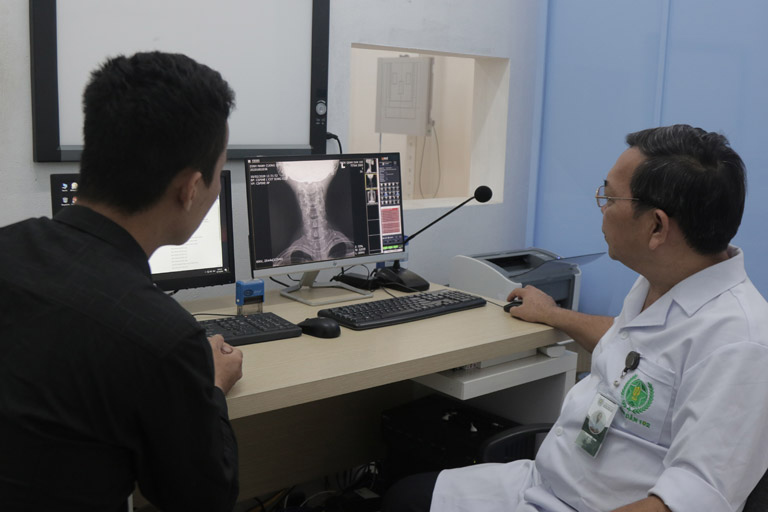 Quá trình thăm khám có sự hỗ trợ của hệ thống máy móc, trang thiết bị hiện đại