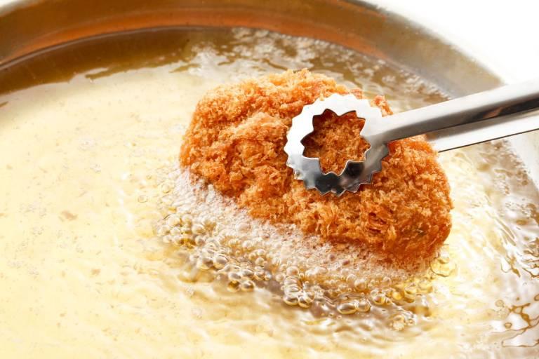 Thức ăn chứa nhiều dầu mỡ, chiên xào