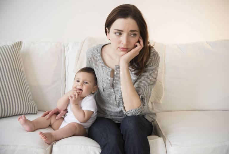 Trầm cảm sau sinh: Dấu hiệu, nguyên nhân, cách khắc phục