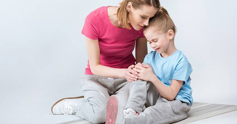 Trẻ 4 tuổi bị đau khớp gối là bệnh gì? Nguy hiểm không?