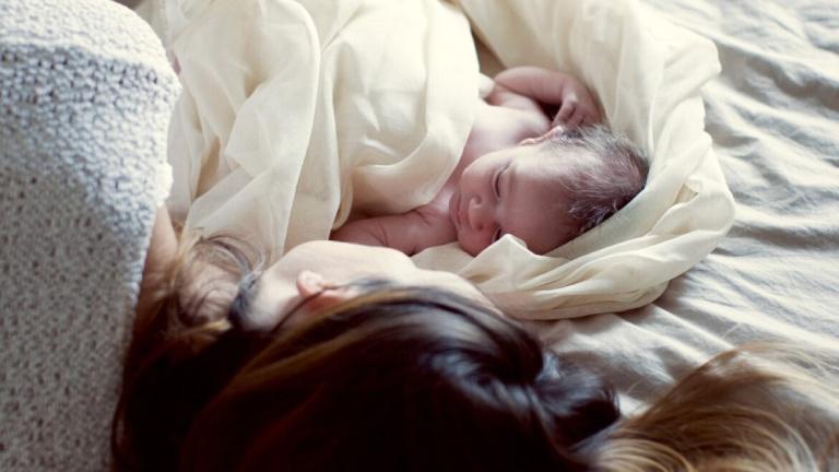 Nghỉ ngơi sau khi sinh mổ