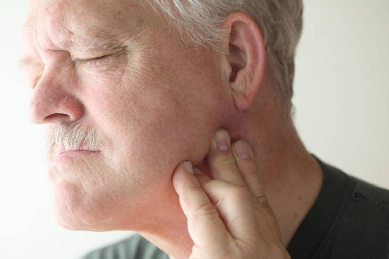 Viêm khớp thái dương hàm: Nguyên nhân và cách điều trị