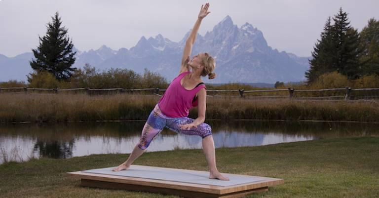 Tư thế yoga góc nghiêng