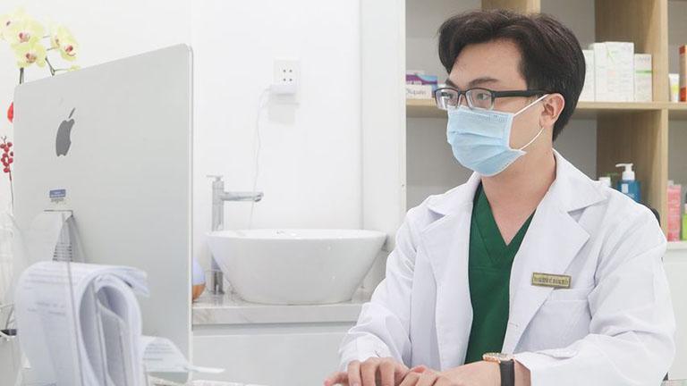bác sĩ trị mụn giỏi ở tphcm