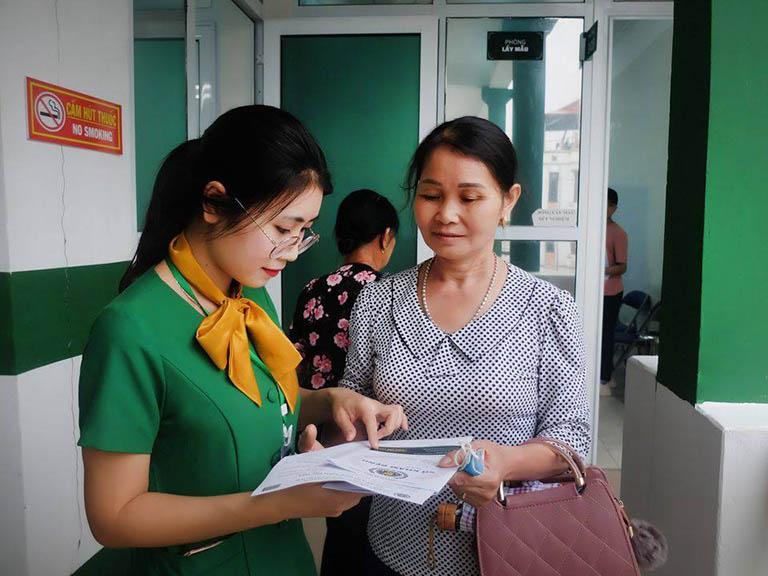 Hình ảnh chị Hoàng Nhật Linh tại Bệnh viện Quân dân 102