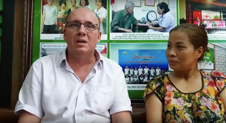 Ông Peuker Steffen chia sẻ quá trình điều trị tại Trung tâm Thuốc dân tộc