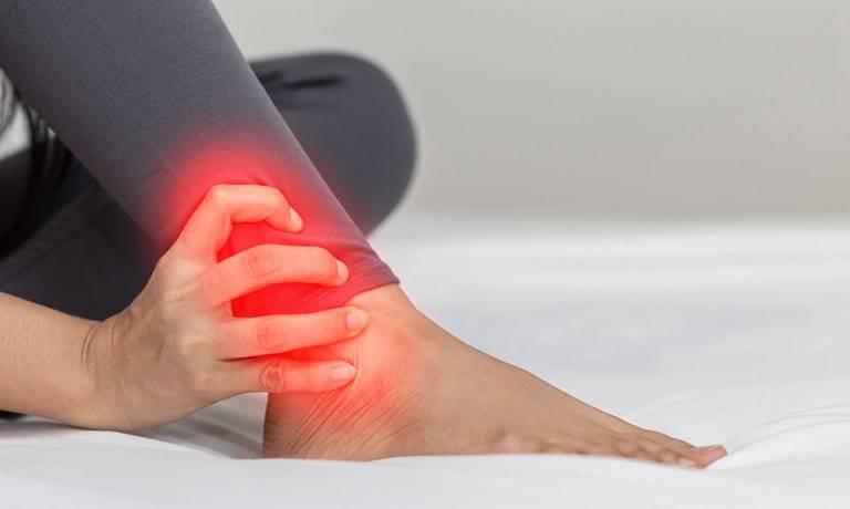 Dấu hiệu nhận biết viêm khớp mắt cá chân