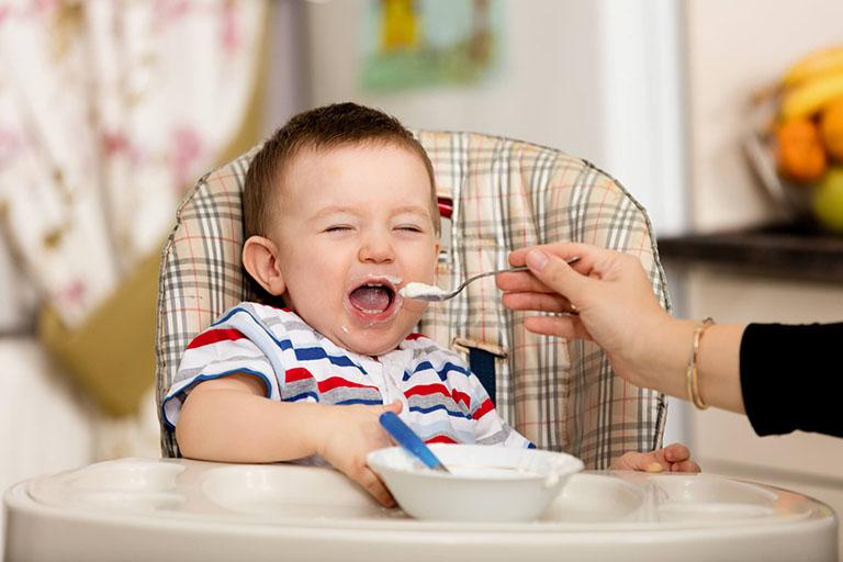 cách chăm sóc trẻ bị sốt