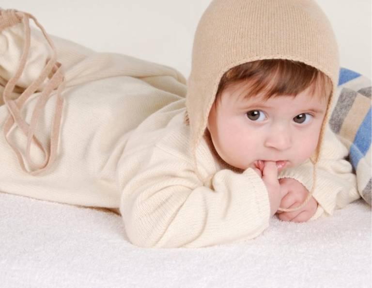 Chú ý giữ ấm cơ thể trẻ vào mùa đông