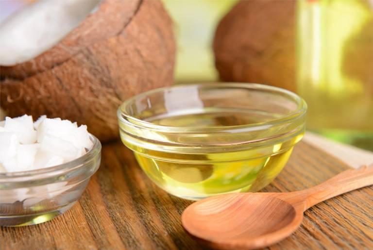 Tận dụng dầu dừa chữa bệnh trĩ tại nhà