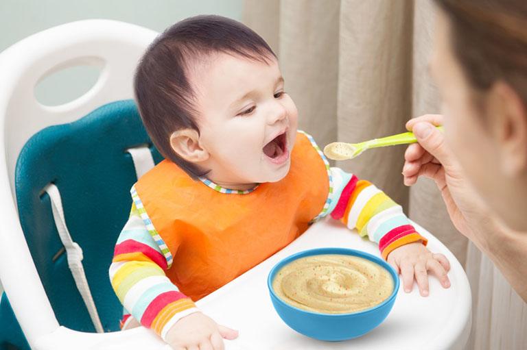 chăm sóc trẻ bị tay chân miệng