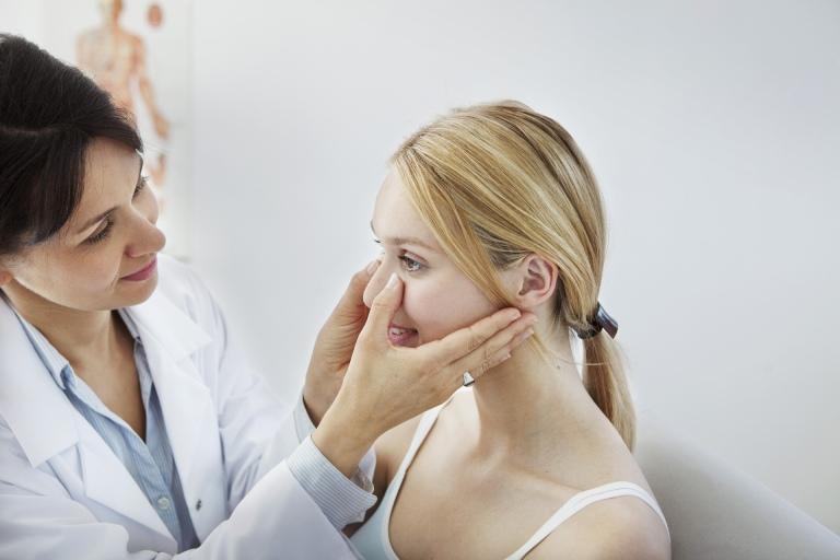 Nguyên nhân gây khiến dáng mũi bị lệch