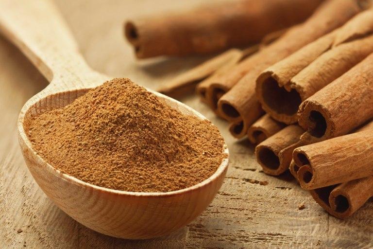 Bài thuốc Nam chữa viêm khớp cùng chậu từ bột quế và mật ong