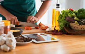 Đau nhức xương khớp nên ăn gì để cải thiện?