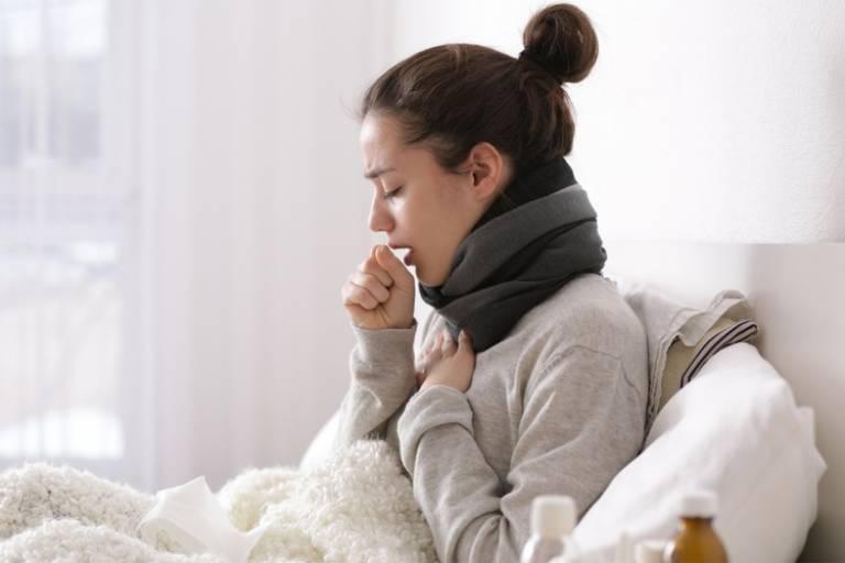 Mẹ bị cảm lạnh có nên cho con bú?