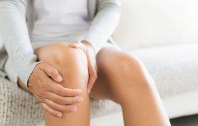 Vì sao phụ nữ sau sinh bị đau nhức xương khớp?