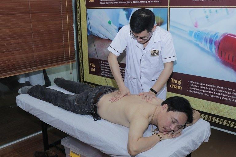 NSƯT Minh Tuấn bấm huyệt trị yếu sinh lý tại Đỗ Minh Đường