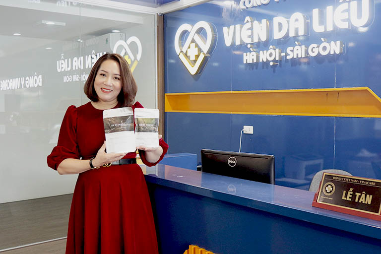 Nữ nghệ sĩ Thu Huyền rất hài lòng với tình trạng làn da sau 2 tháng sử dụng An Bì Thang điều trị viêm da cơ địa
