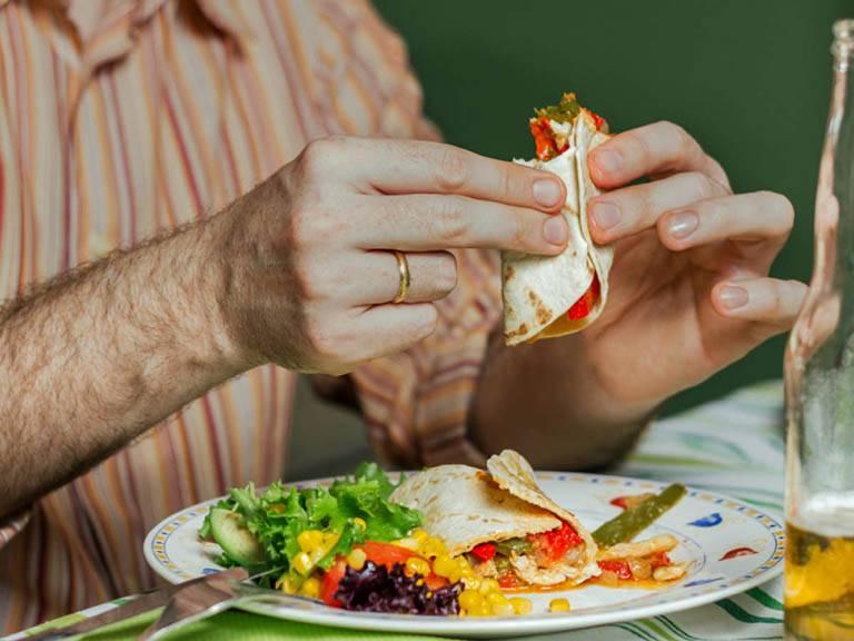 Bị viêm đa khớp kiêng ăn gì để phòng ngừa bệnh trở nặng