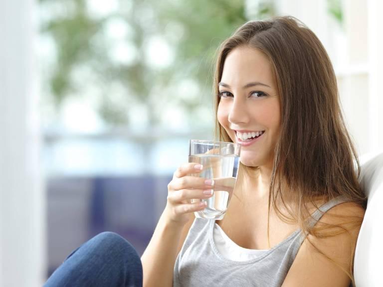 Bổ sung đủ 2 lít nước mỗi ngày