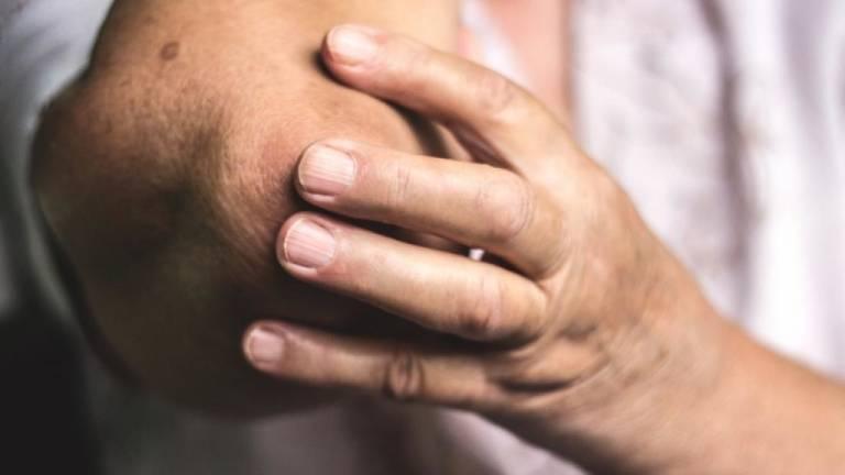 Bệnh viêm khớp khuỷu tay nguy hiểm không?