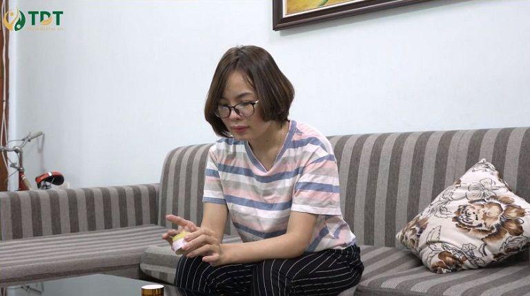 Chị Nguyễn Thị Thỏa nhiều năm phải đối mặt với viêm da cơ địa