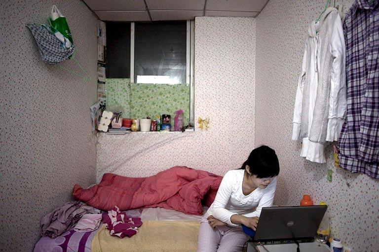 Chị Hiền phải nghỉ việc ở nhà viết bài vì viêm họng hạt