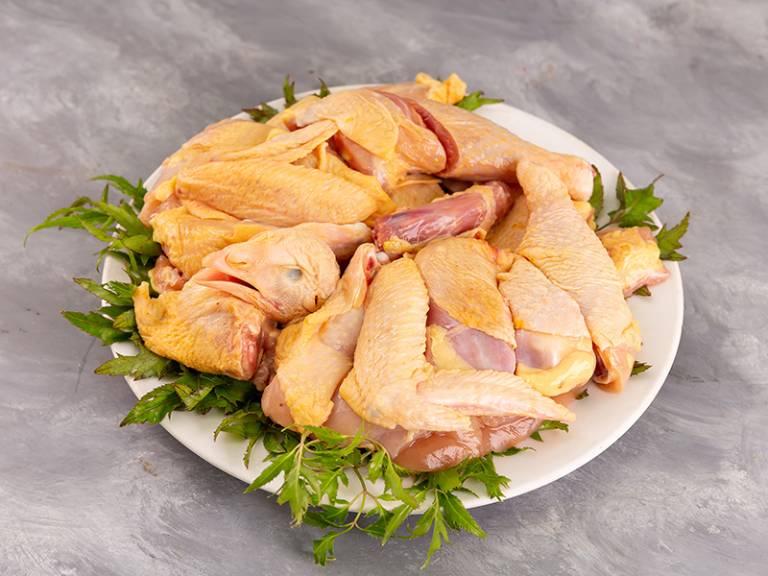 Thịt gà có thể gây phù nề niêm mạc, khiến các triệu chứng của bệnh trĩ nghiêm trọng hơn