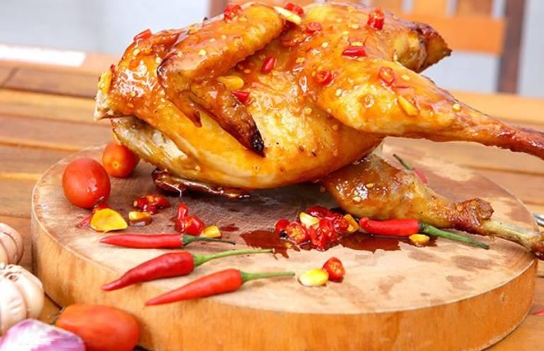 Người bị trĩ có tể ăn một ít thịt gà nhưng không nên chế biến ở dạng chiên, nướng
