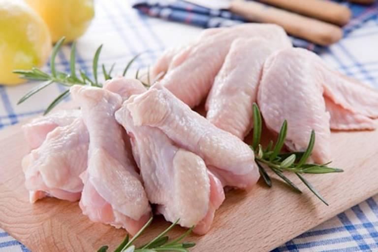 Gà là loại thịt trắng lành tính, có nhiều tác dụng tuyệt vời với sức khỏe nhưng không tốt cho người bị trĩ