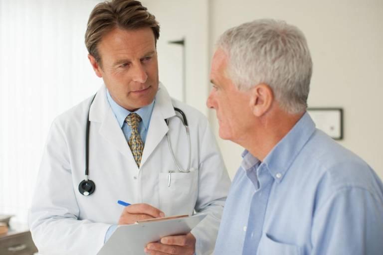 Trước khi mổ trĩ, người bệnh cần trao đổi với bác sĩ nhiều vấn đề để ca mổ diễn ra thuận lợi