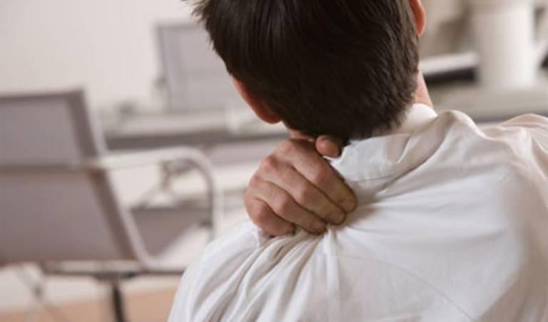 Biểu hiện gai cột sống chèn dây thần kinh và cách điều trị
