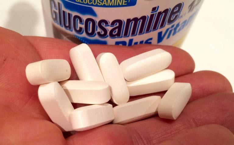 Gai cột sống có nên uống glucosamine?