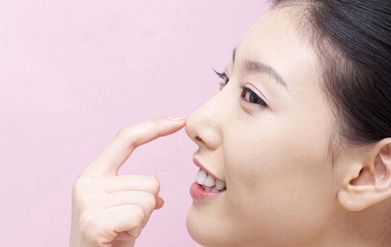Nâng mũi bằng chỉ vàng 24k