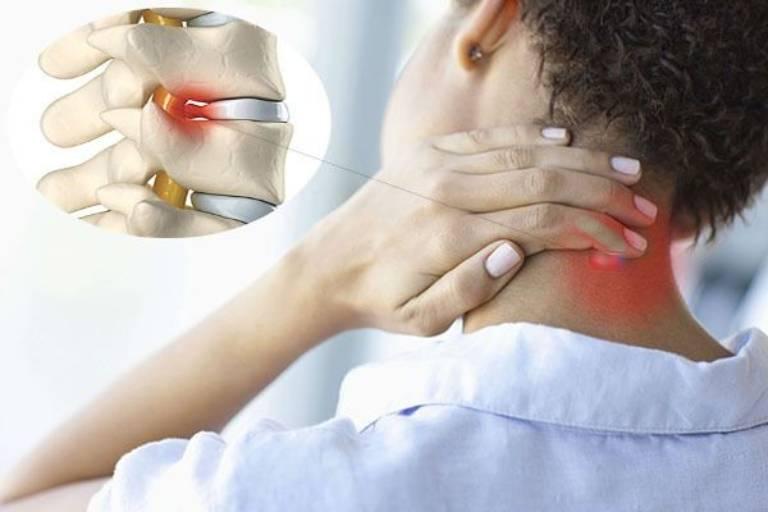 Nếu không sớm thăm khám và điều trị, người bệnh dễ gặp phải tình trạng vận động khó khăn, huyết áp bất ổn