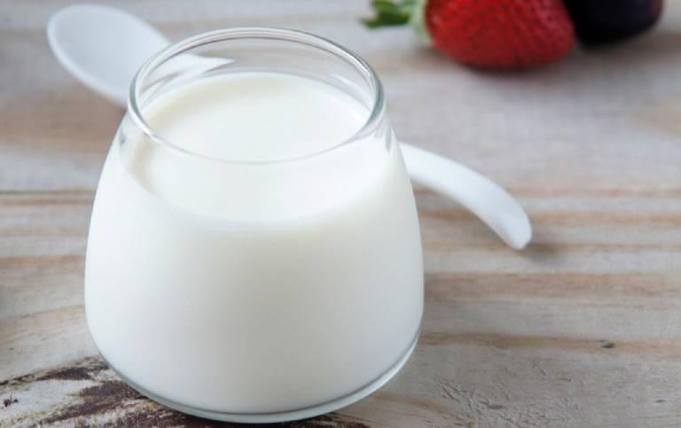 Sữa chua nguyên chất, ít béo, ít đường tốt cho người bị viêm dạ dày cấp hơn các loại khác