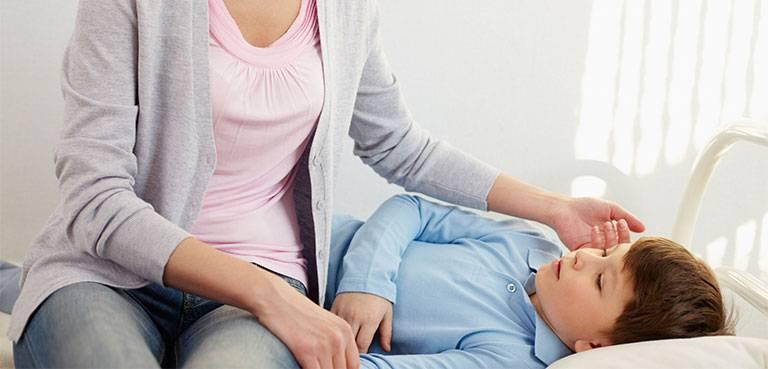Chán ăn, nhức đầu, đau thắt bụng là những triệu chứng phổ biến, thường gặp ở trẻ bị viêm dạ dày ruột