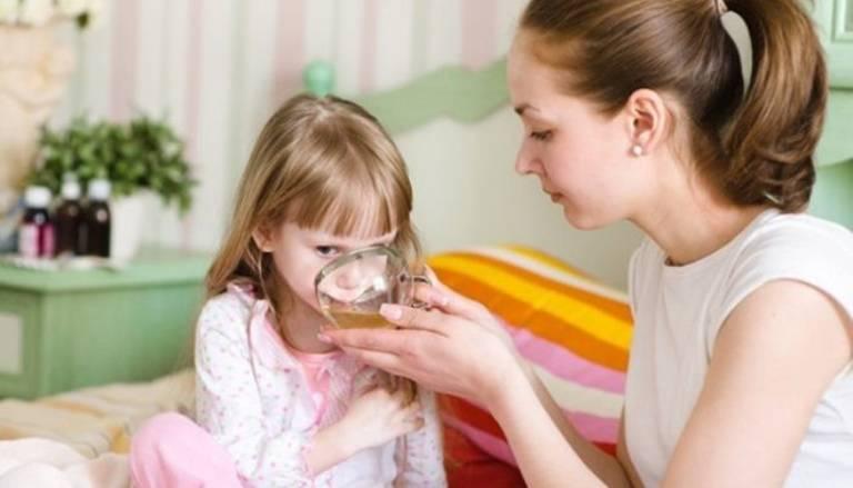 Dung dịch điện giải oresol có thể được chỉ định bổ sung cho trẻ tùy vào tình trạng của bé