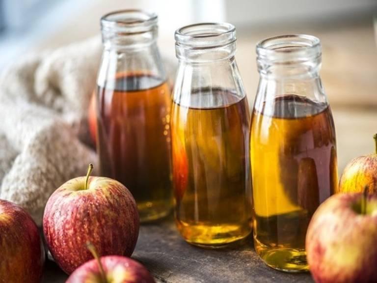 Giấm táo có tác dụng tiêu độc, chống nhiễm trùng, ngừa viêm nhiễm, có tác dụng rất tốt với người bệnh trĩ ngoại