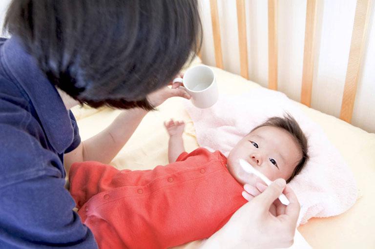 Dấu hiệu trẻ sơ sinh bị viêm họng