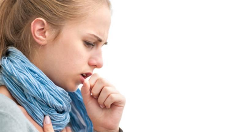 Ho khan, đau rát cổ họng, khó nuốt, đau khi nói, có hạt ở hầu họng là triệu chứng đặc trưng của bệnh viêm hầu họng có tăng sinh mô hạt