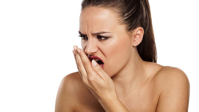Viêm họng hạt gây hôi miệng